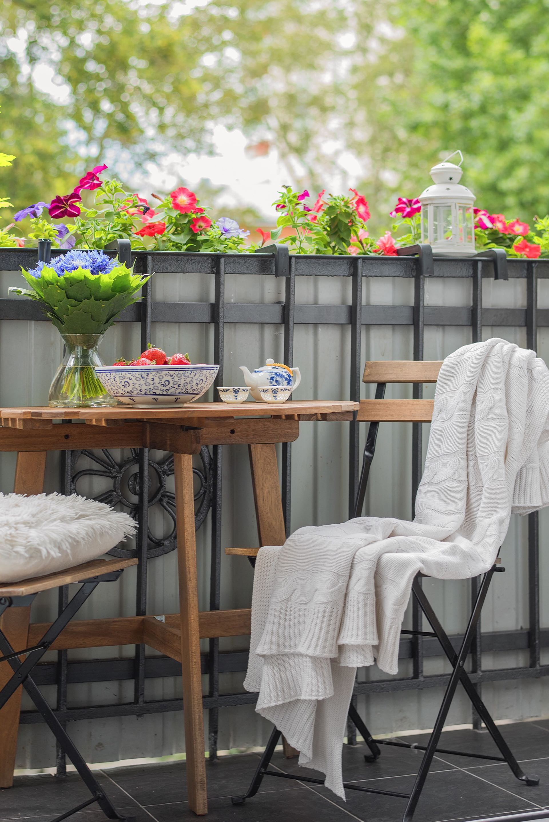 балкон цветы уличная мебель