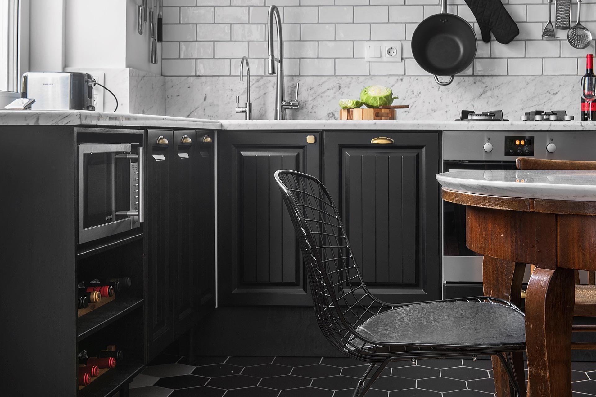 кухонная мебель коричневые фасады филёнка рабочая зона