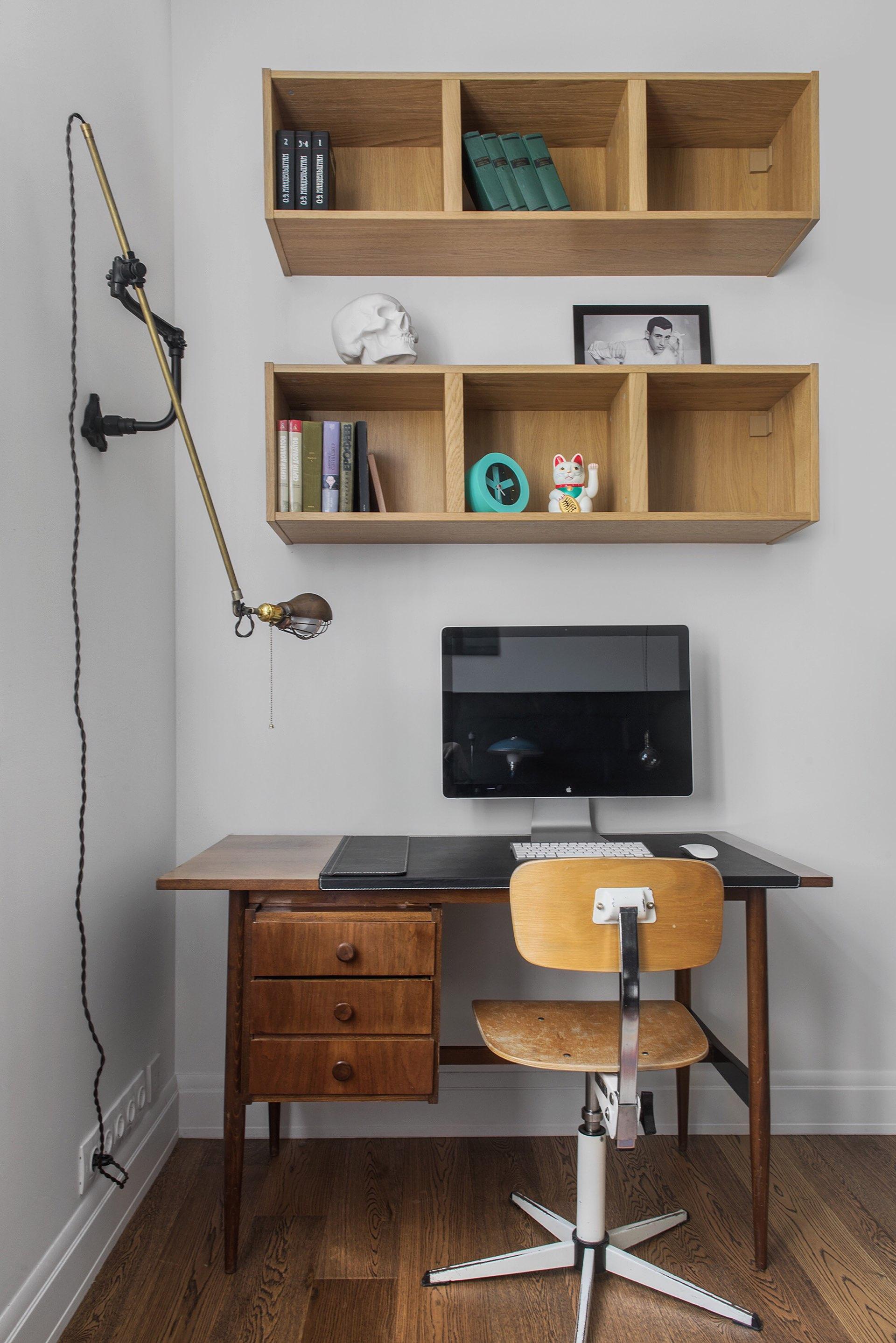 спальня рабочий стол полки
