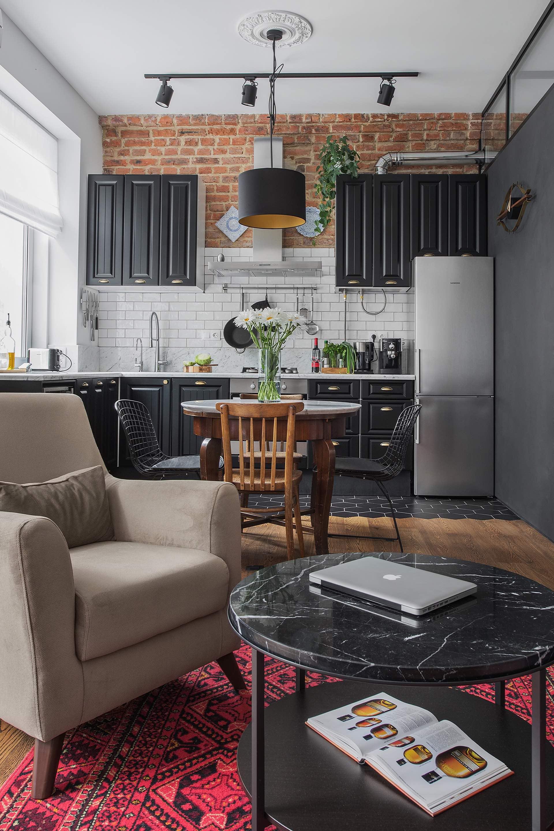 гостиная кухня кресло круглый журнальный столик