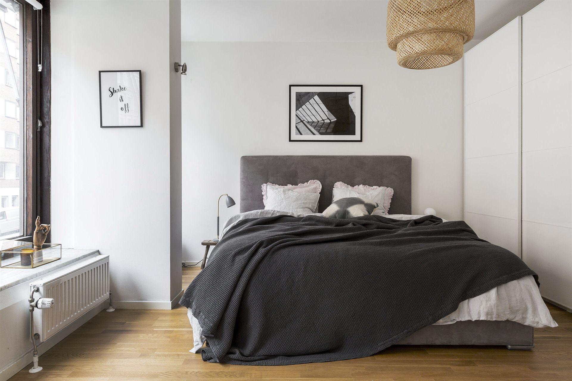 спальня шкаф купе кровать изголовье текстиль подушки