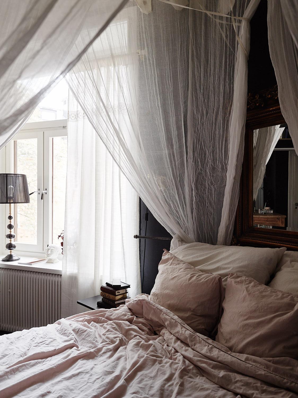 кровать окно шторы балдахин
