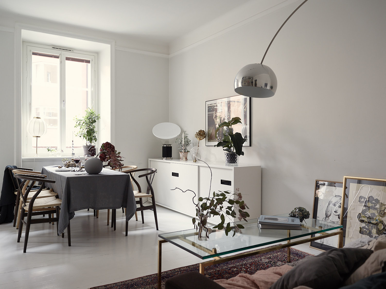 гостиная стеклянный стол обеденный стол скатерть стулья комод