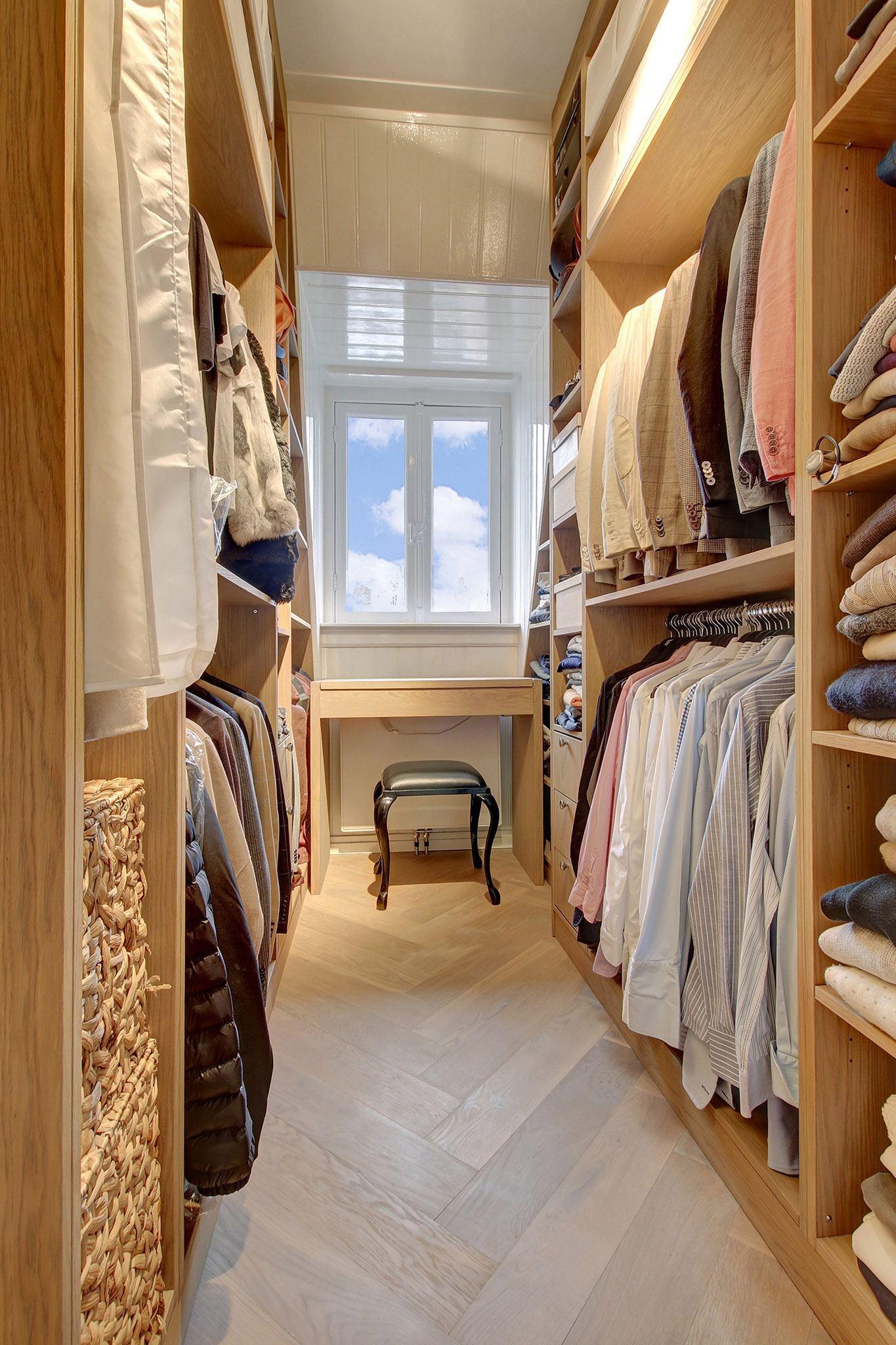 гардеробная комната окно паркет елочка