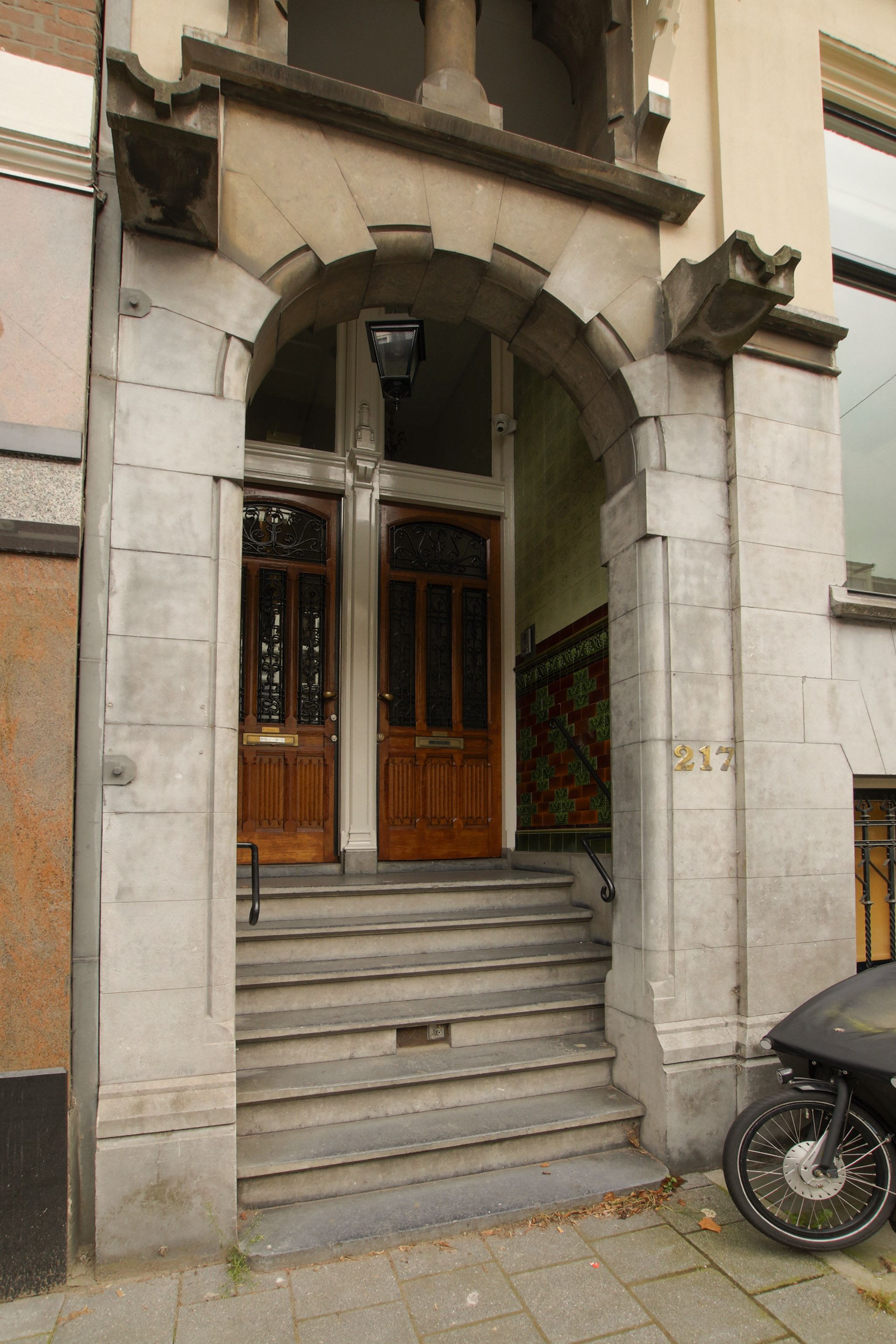 таунхаус входная дверь ступени