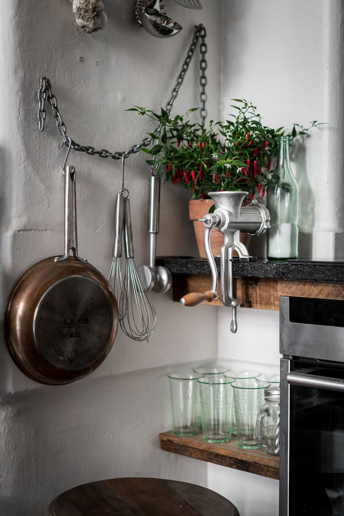 кухонная утварь полки