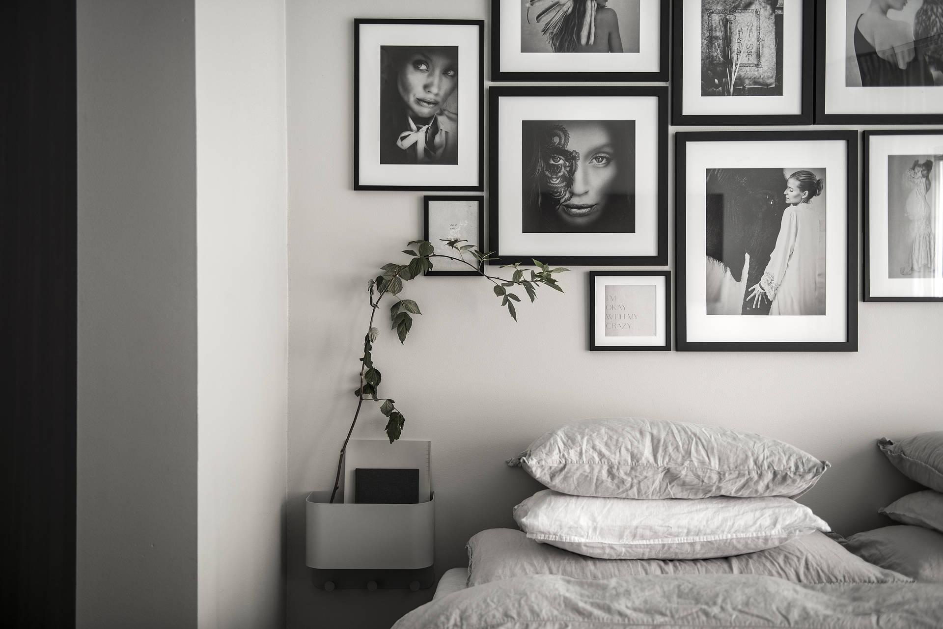 спальня кровать стена галерея фото прикроватные тумбы
