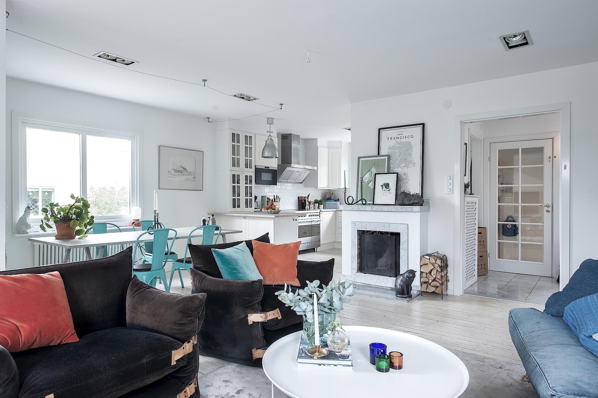 гостиная мягкая мебель камин дрова столовая кухня
