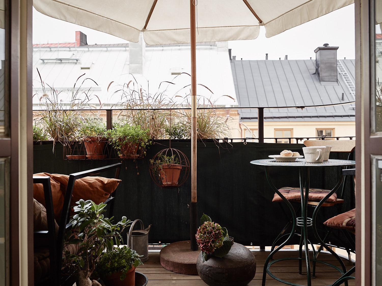 балкон зонт уличная мебель растения кашпо