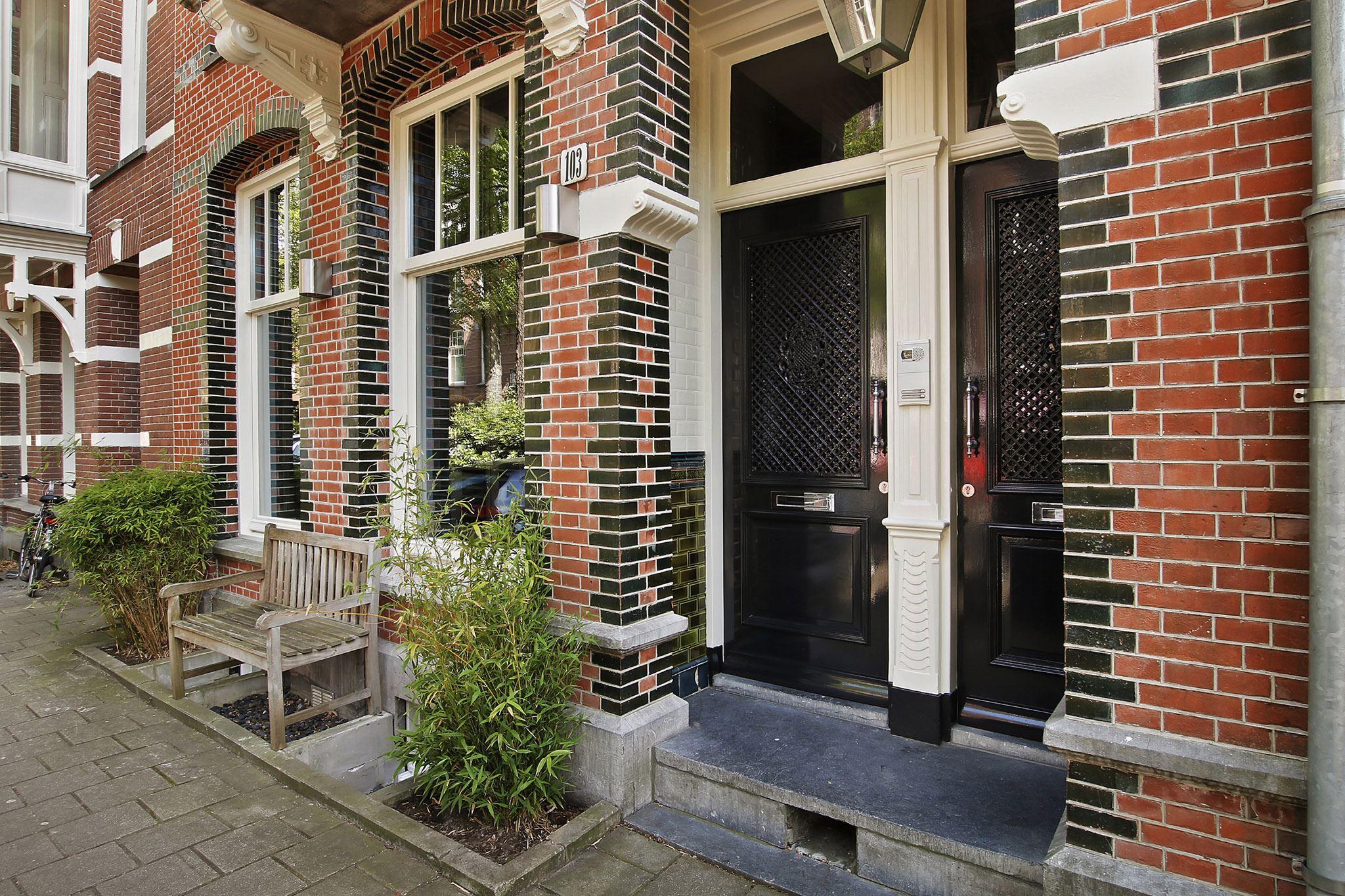 фасад дома таунхауса кирпич клинкер входная дверь