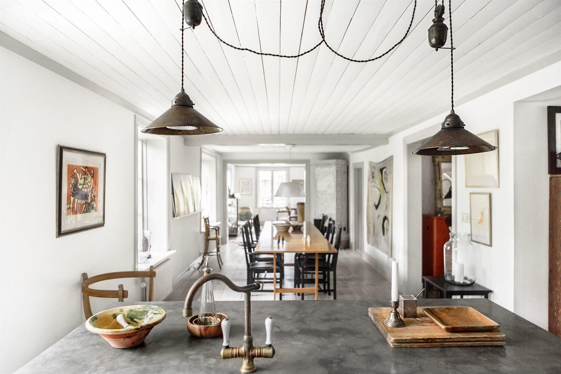 кухонный остров подвесные лампы столешница