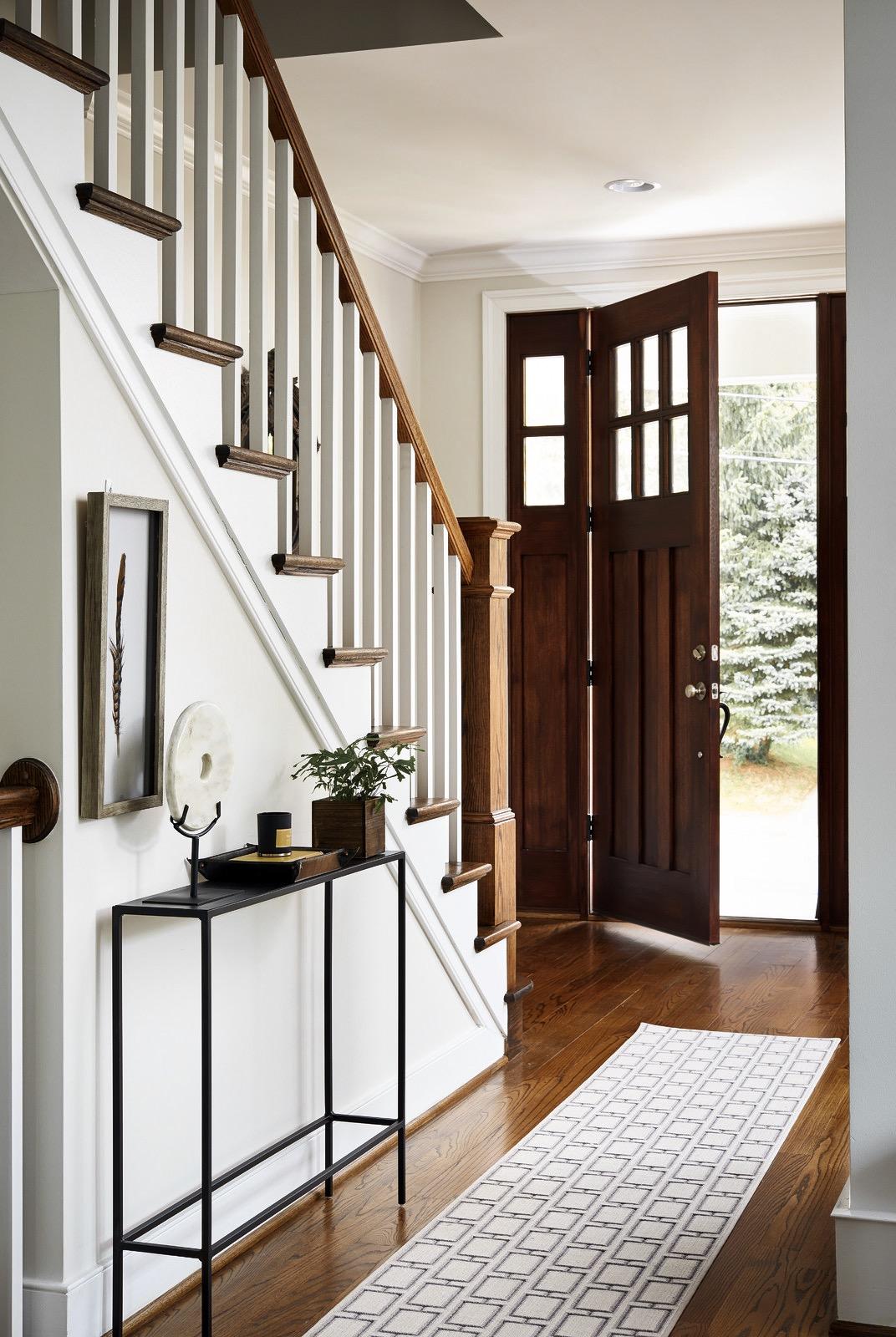 входная дверь лестница
