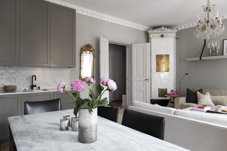 гостиная кухня распашные двери