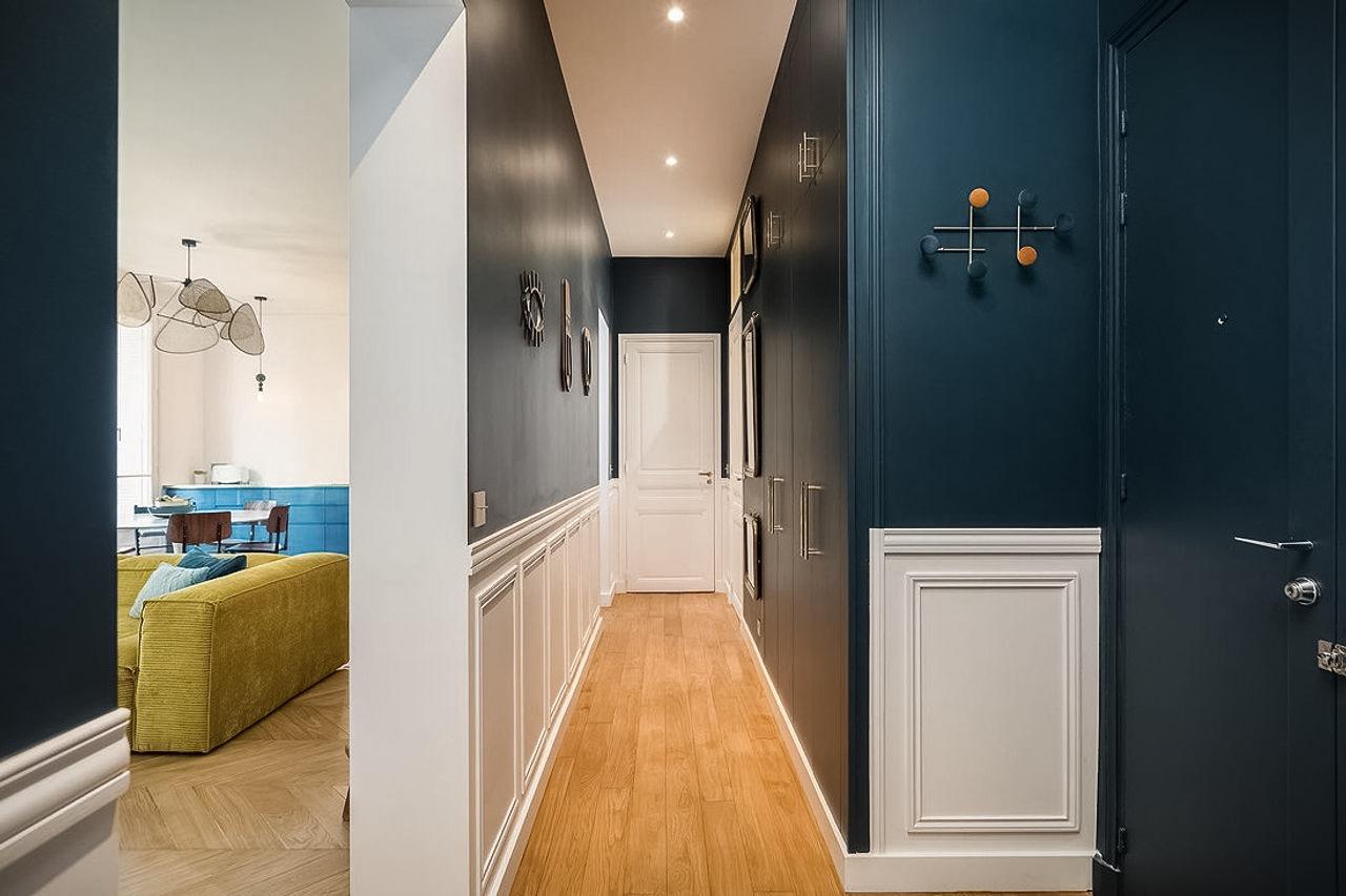 коридор стеновые панели встроенный шкаф