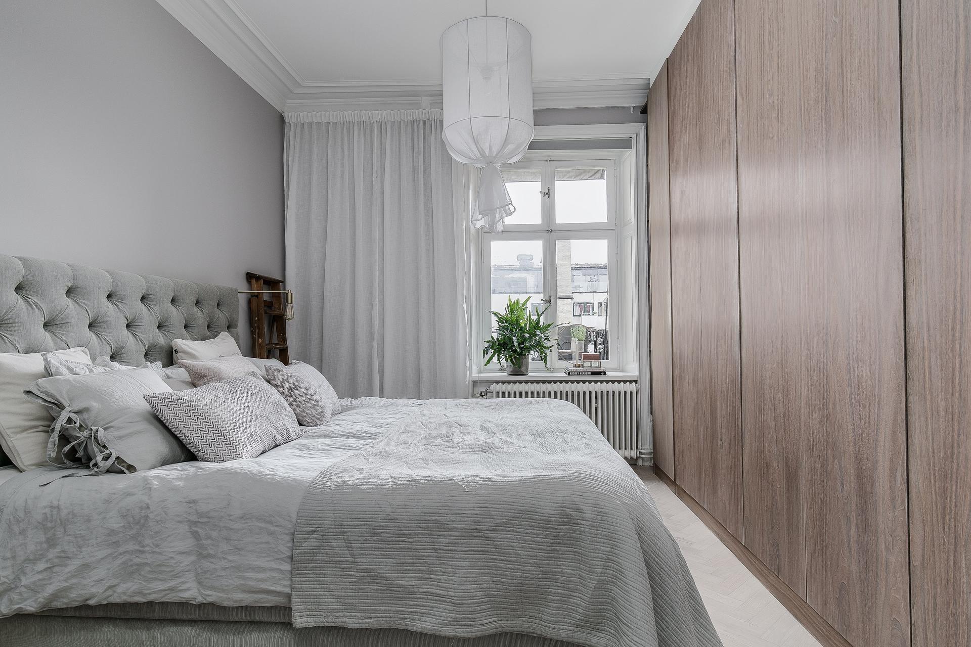 спальня кровать шкаф