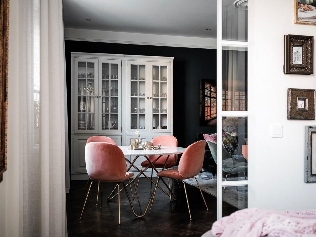 гостиная шкаф витрина обеденный стол