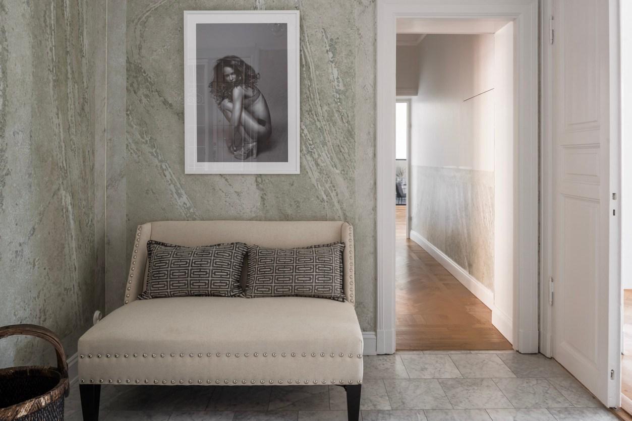 коридор диван прихожая