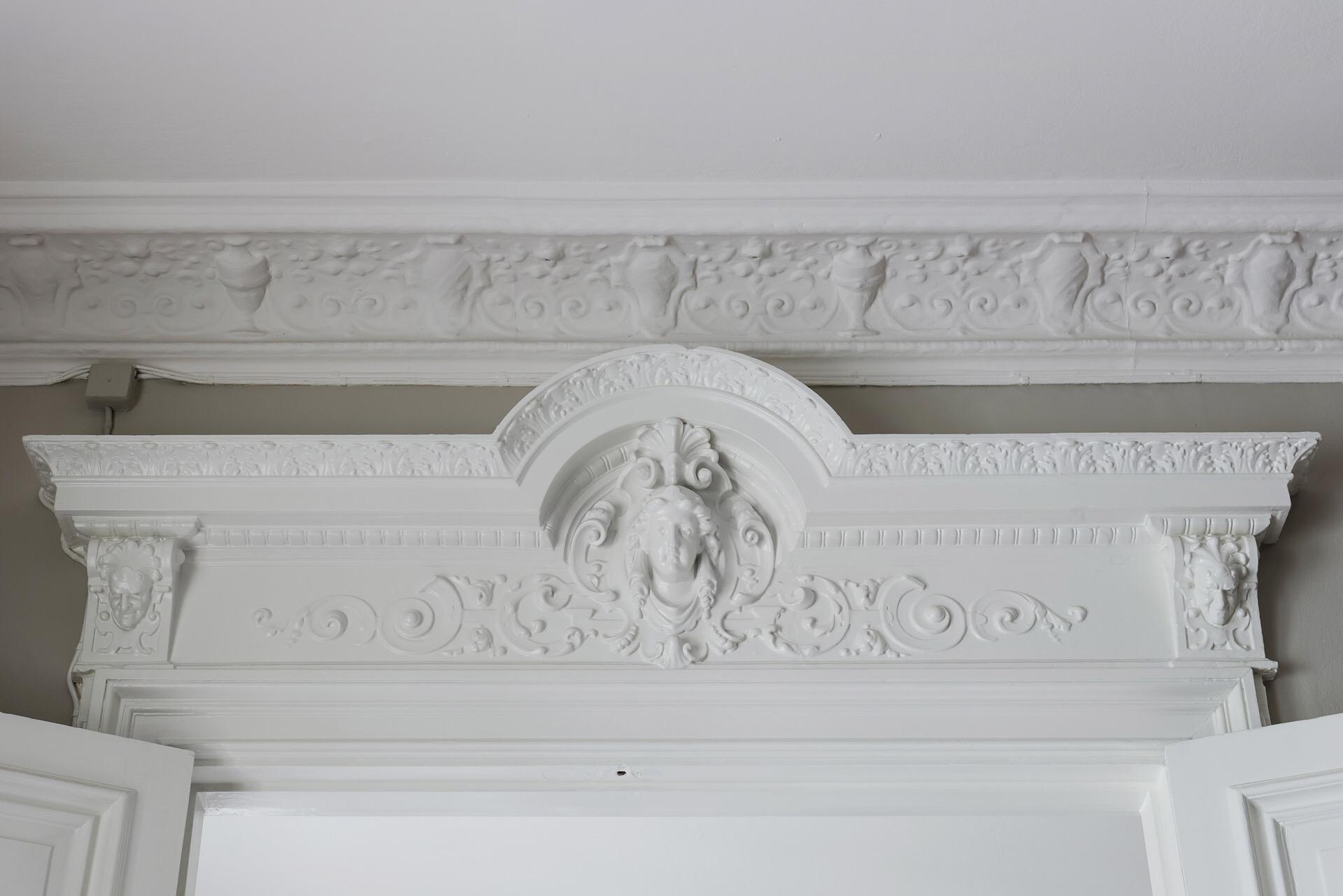 потолок лепнина