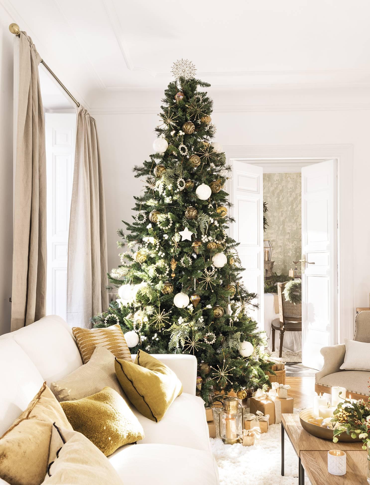 новогодний декор в гостиной елка