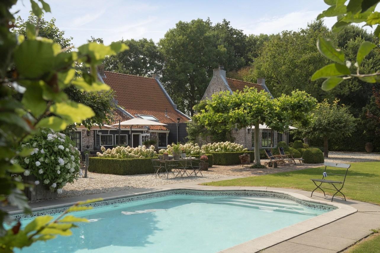 дом в нидерландах бассейн двор садовая мебель