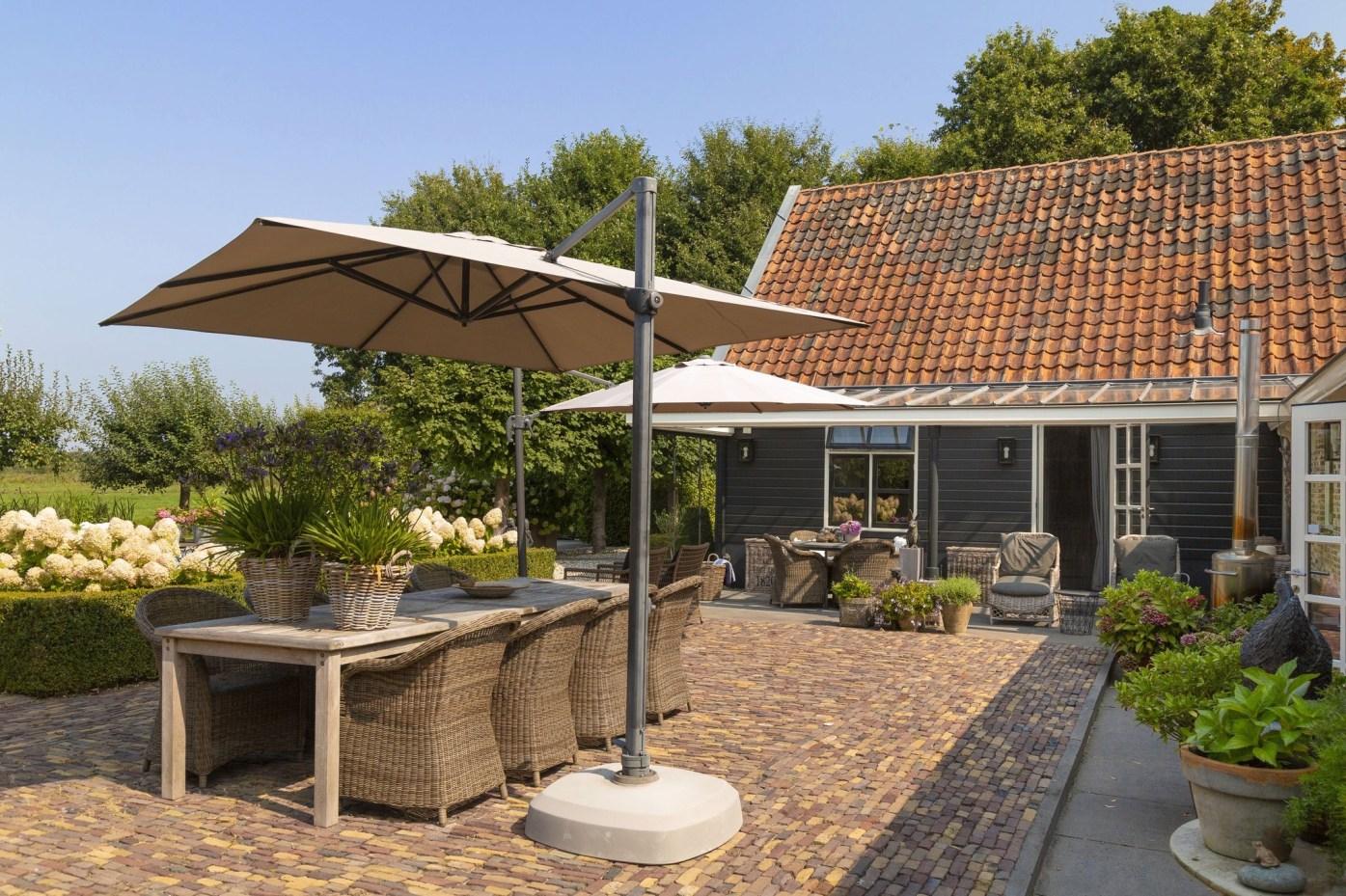 дом в нидерландах двор зонт садовая мебель