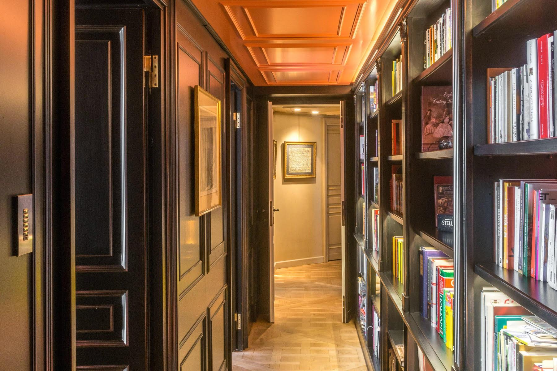 коридор книжный стеллаж