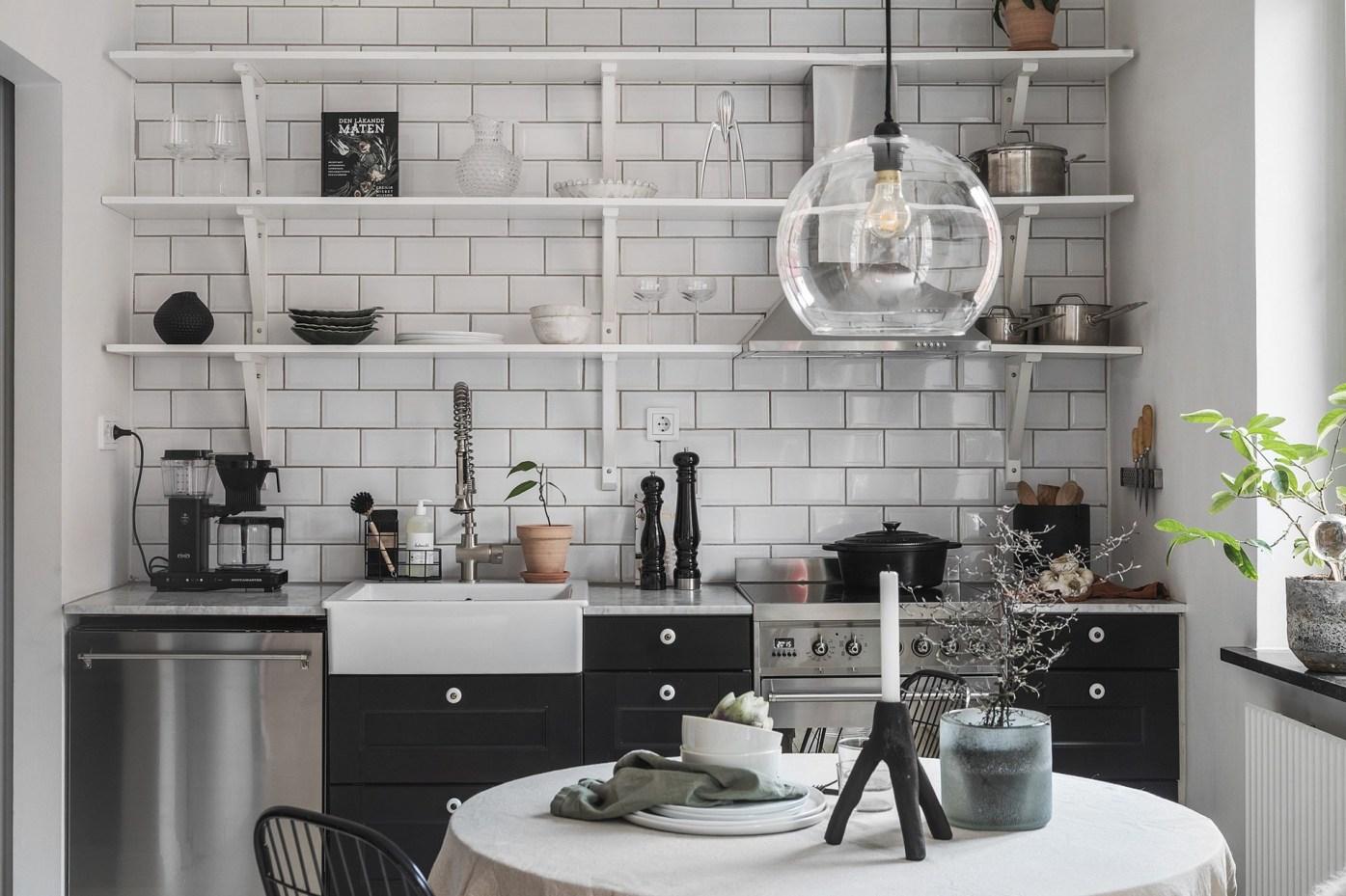 квартира 40 квм кухонная мебель стол