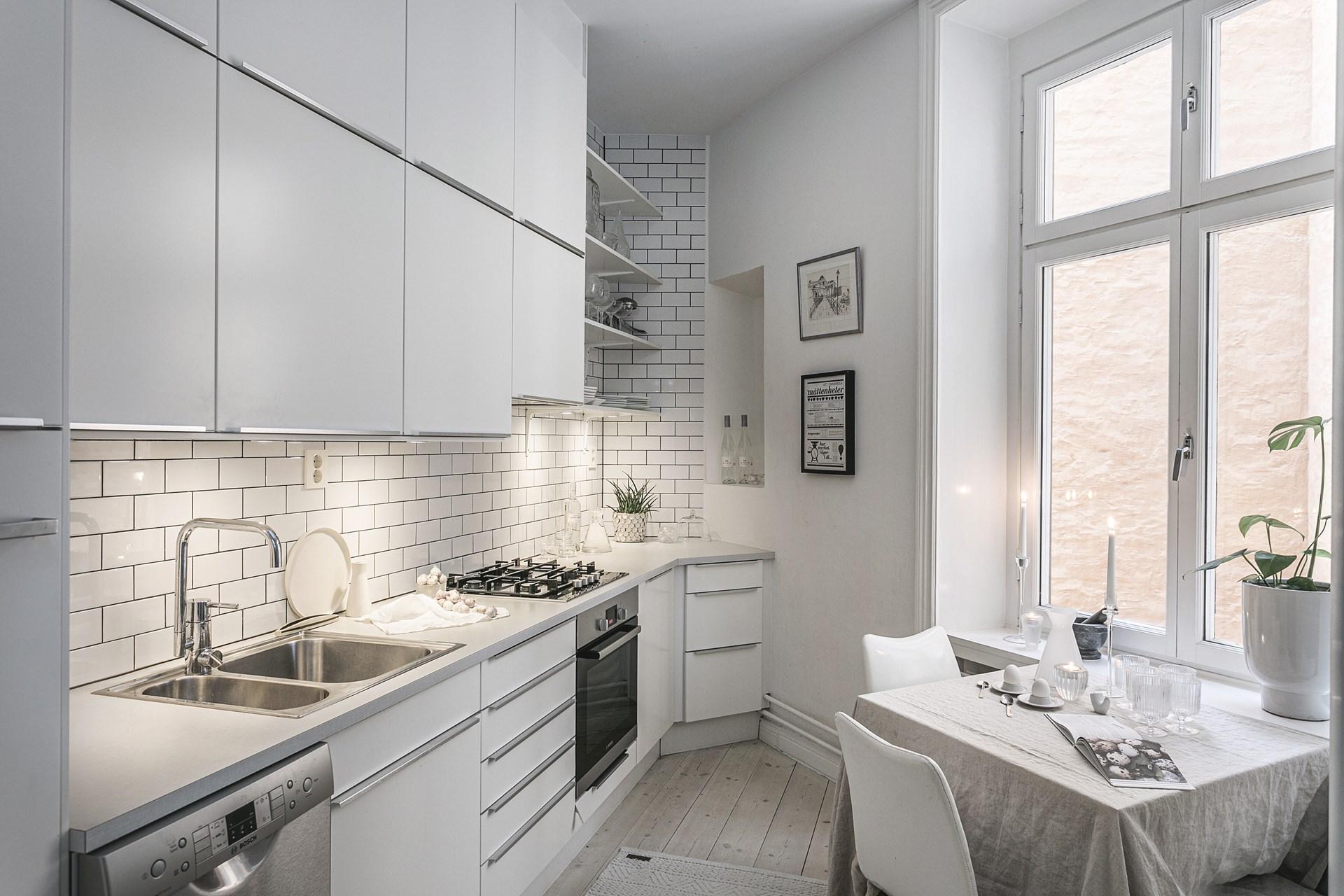 квартира 89 квм кухня окно кухонная мебель