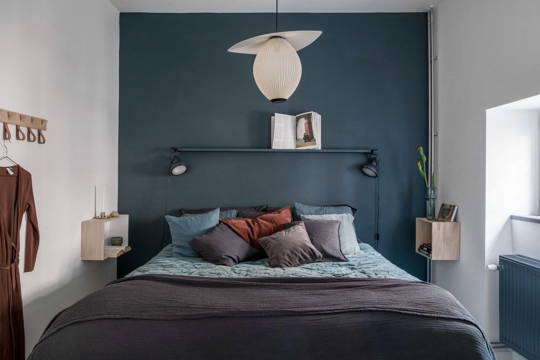 bedroom dark wall