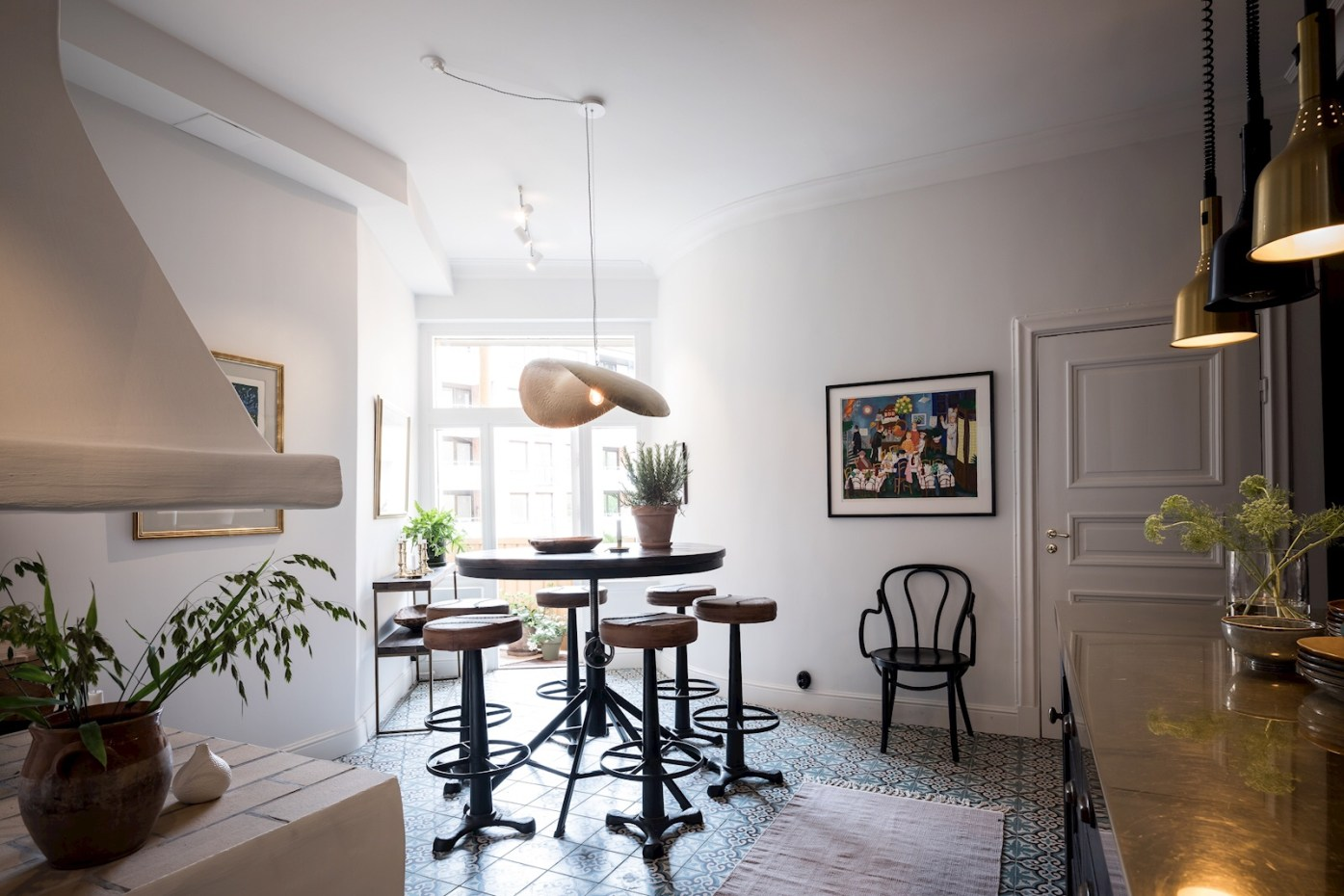 kitchen dining round table