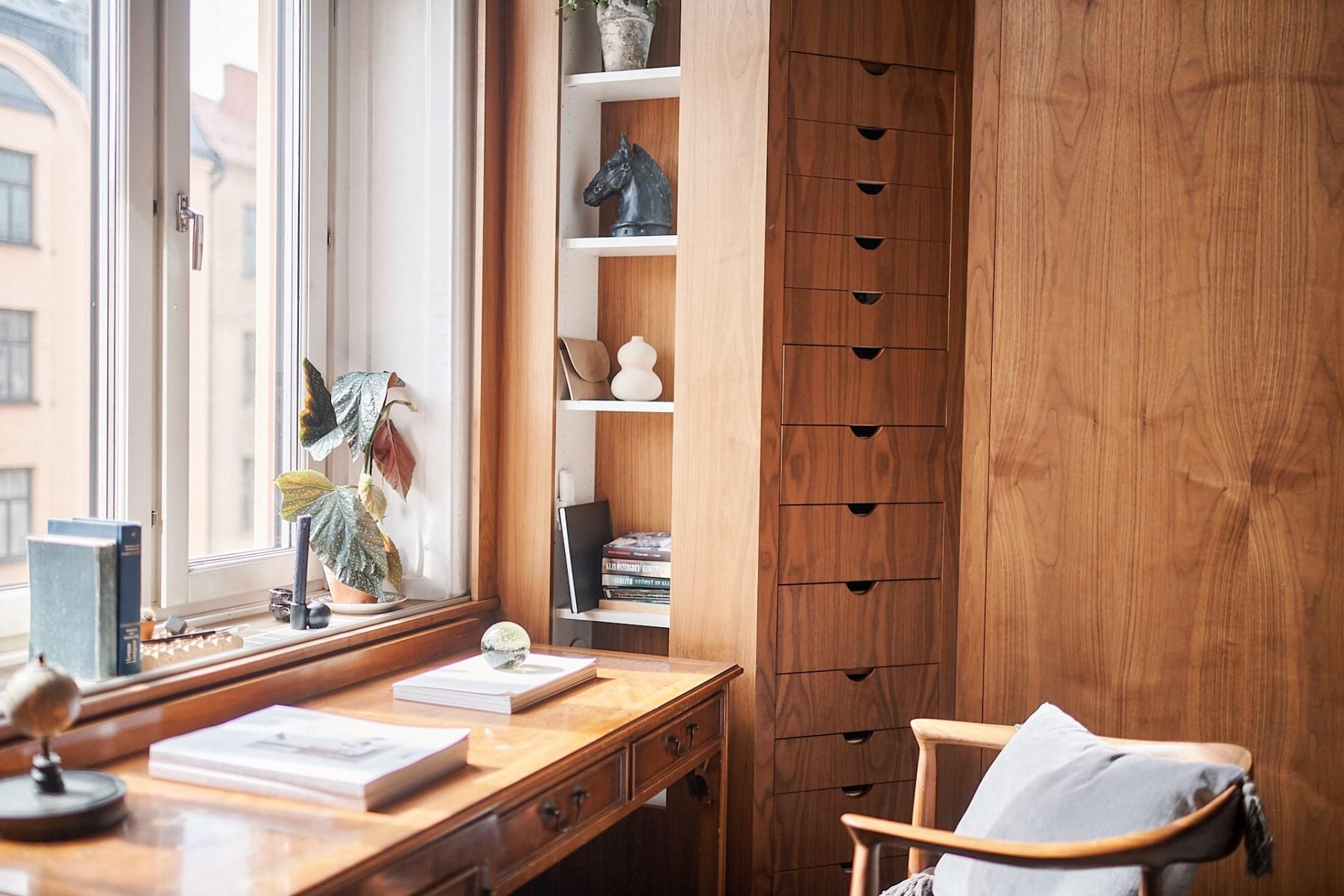 window wooden sill shelves desk