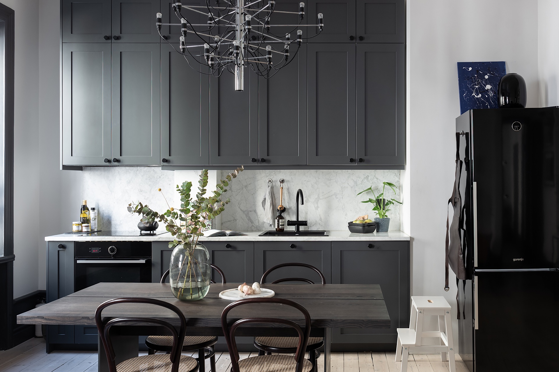30638 kitchen dark cabinets