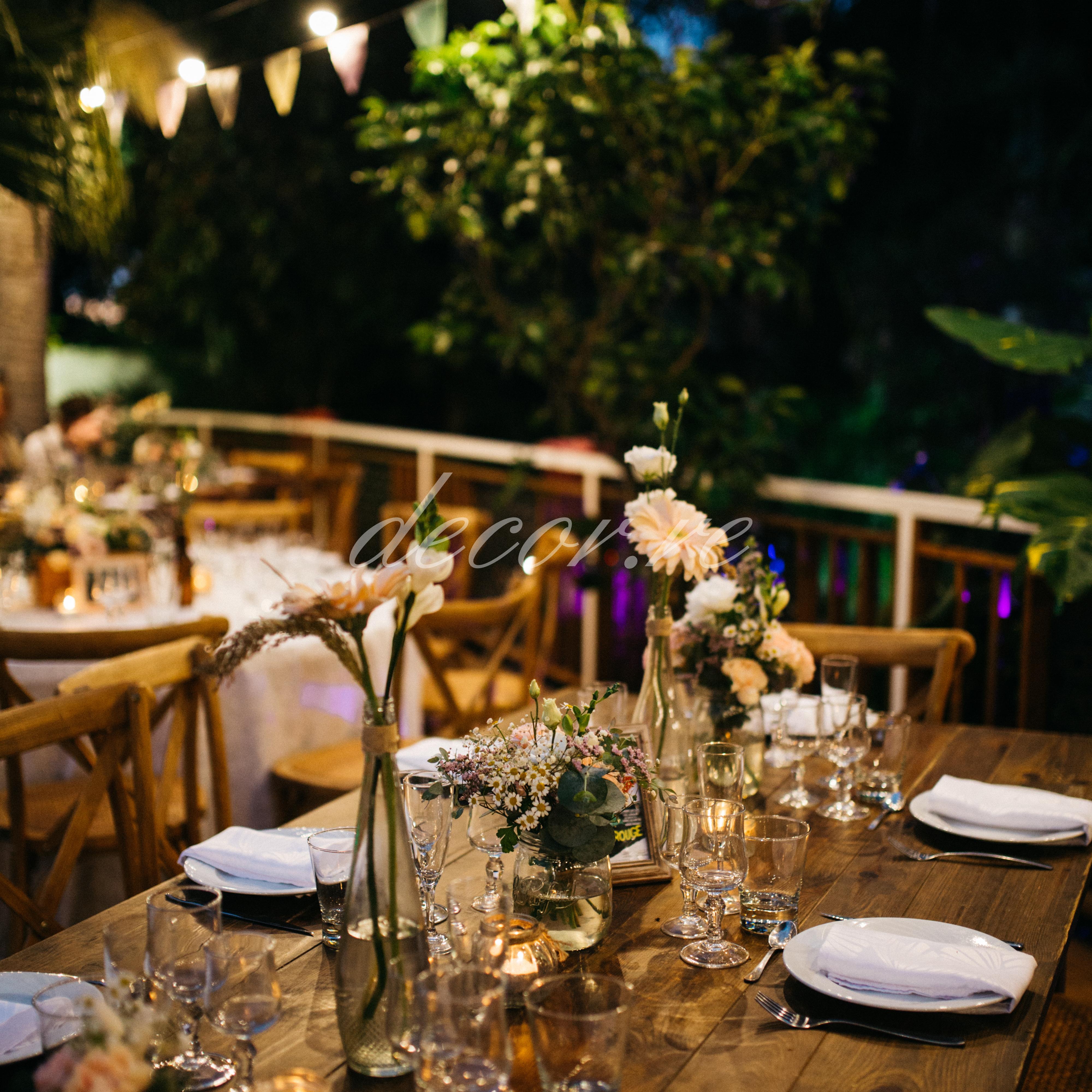 Nos chaises crossback et nos tables bois