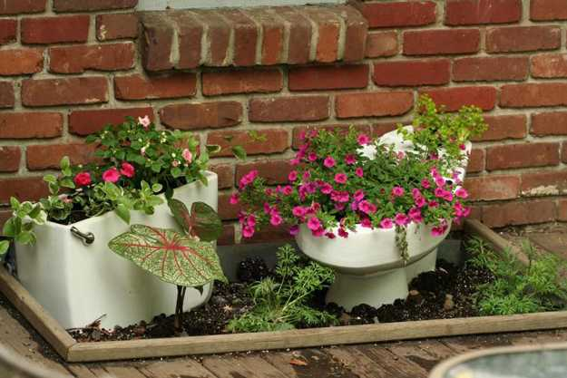 White Blue Flower Vintage Pots And
