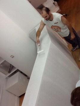 Después de montarlo, lo pintamos. A cada mano de pintura iba quedando mas satinado y brillanwte
