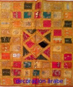 tapiz india de pared amarillo