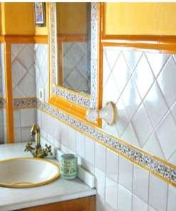 Cuarto de baño de cerámica árabe