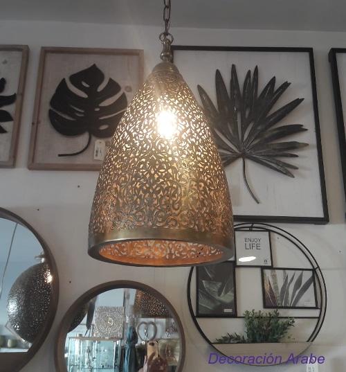 lampara dorada techo arabesco