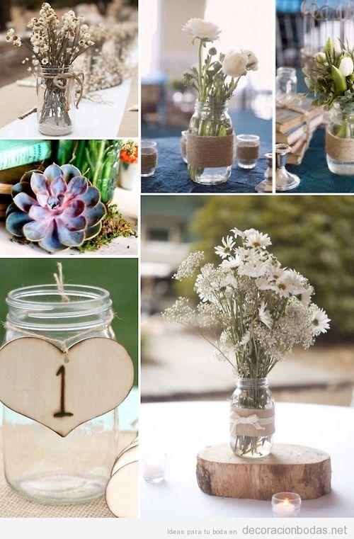 ideas para decorar centros de mesa con botes de cristal y flores blancas