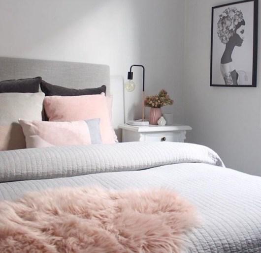 habitacion femenina gris y rosa