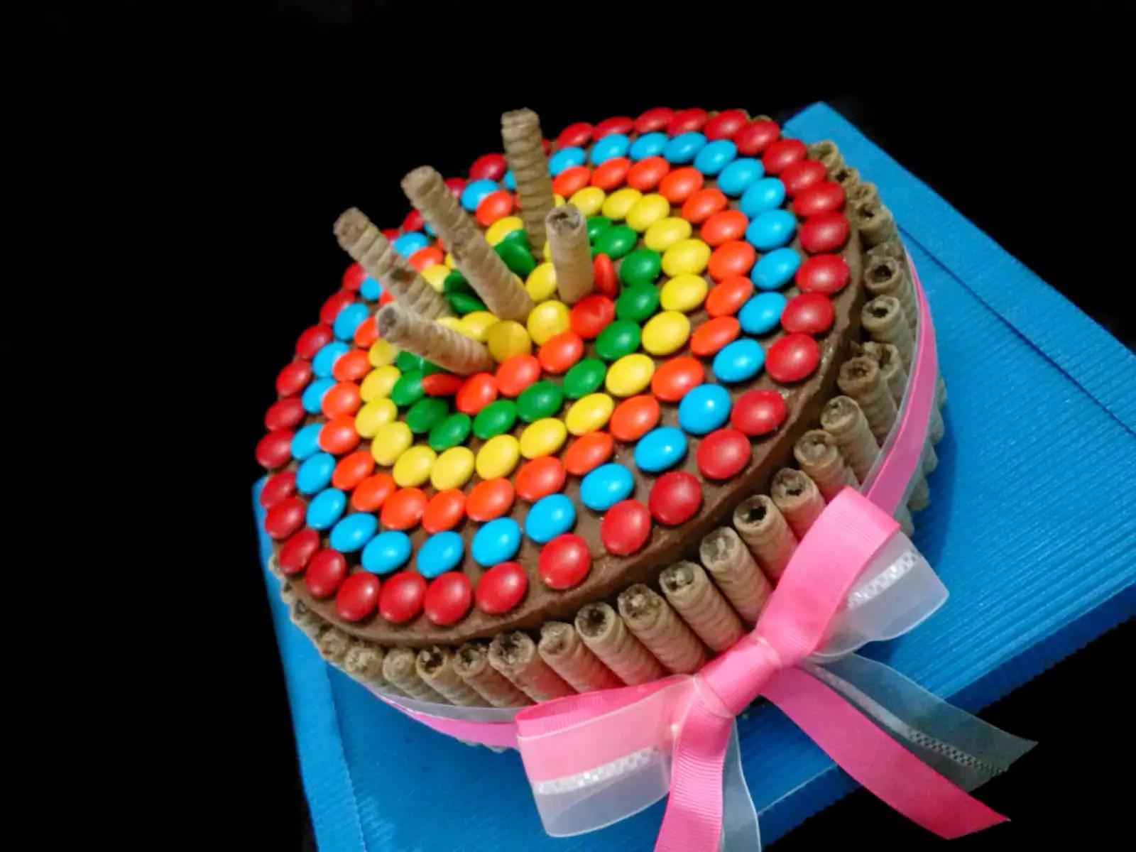 Tutorial para hacer el decorado de tortas con golosinas - Adornos con golosinas ...