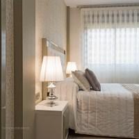 Un dormitorio elegante con toques de glamour
