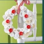 corona navideña con botones