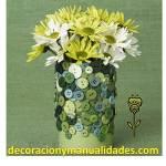 como decorar un florero con lata reciclable y botones