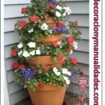 Fuente floral con macetas