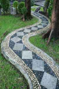 08 Magnificent DIY Mosaic Garden Path Decorations For Your Inspiration