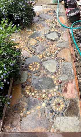 57 Magnificent DIY Mosaic Garden Path Decorations For Your Inspiration