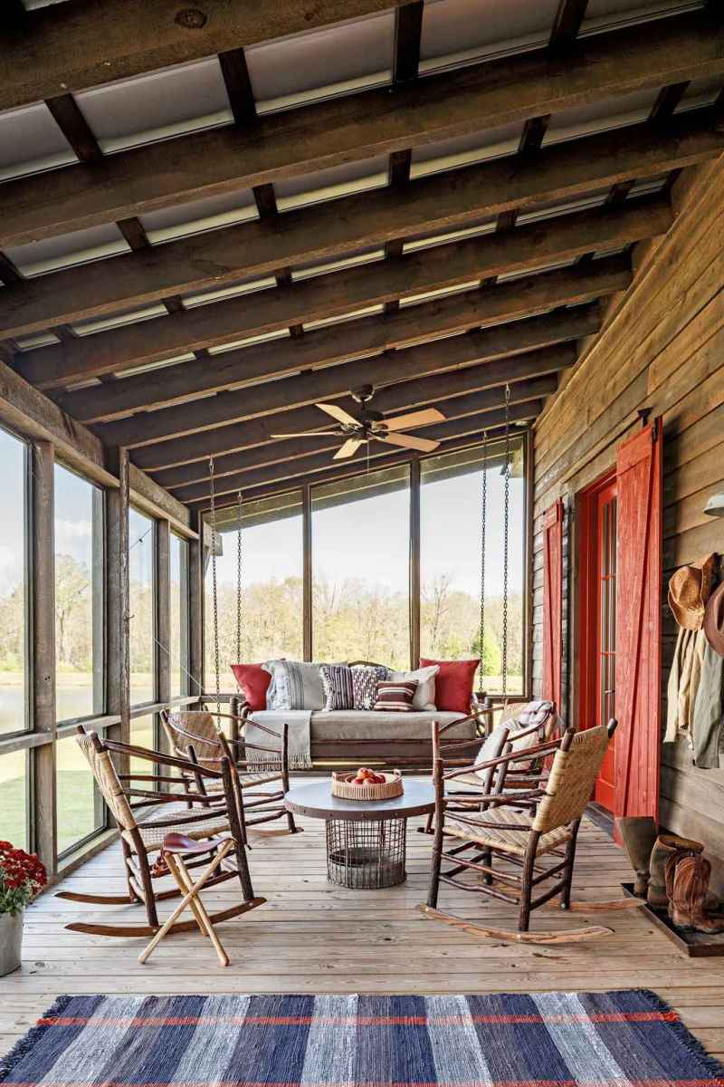 18 Gorgeous Farmhouse Screened In Porch Design Ideas for Relaxing