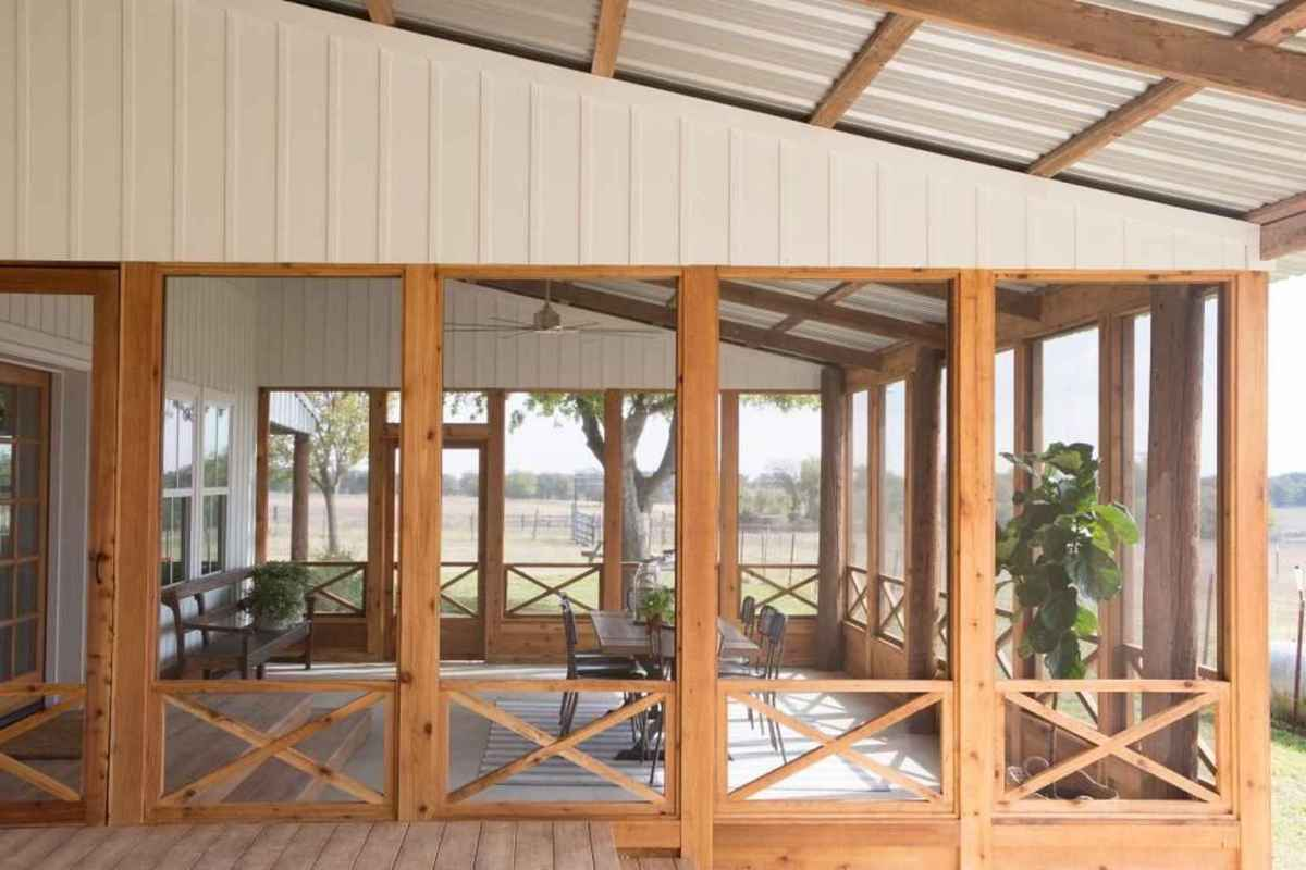 62 Gorgeous Farmhouse Screened In Porch Design Ideas for Relaxing