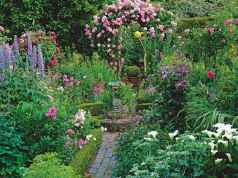 69 Beautiful Small Cottage Flowers Garden for Backyard Ideas